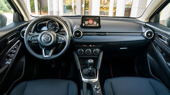 Mazda 2 Innenausstattung Infotainment und Mittelkonsole