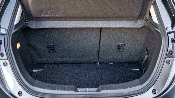 Mazda 2 Blick in den Kofferraum