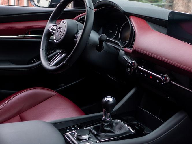 Mazda 3 Neuwagen Interior rot schwarz