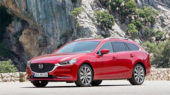 Mazda 6 Gebrauchtwagen in rot vor einem Felsen