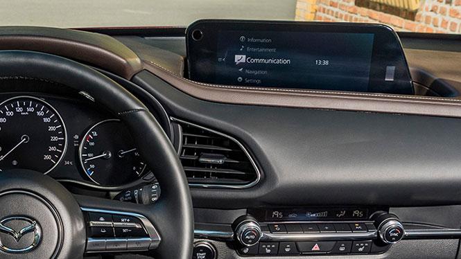 Mazda CX-30 Neuwagen Innenausstattung vorne Lenkrad und Navi