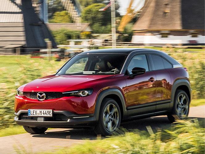 Mazda MX-30 Gebrauchtwagen in rot von schräg vorne