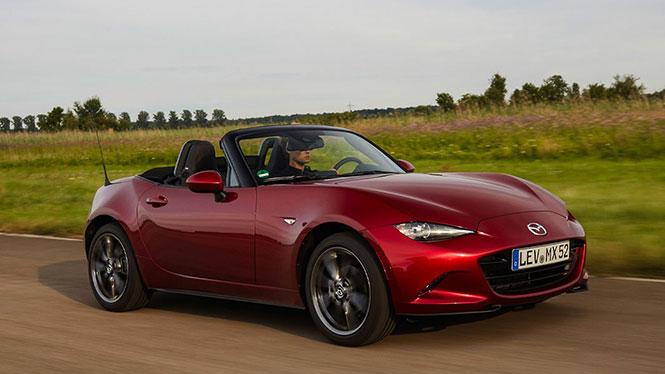 Mazda MX-5 Gebrauchtwagen in rot von schräg vorne